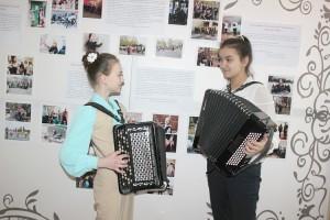 Участницы прослушивания, воспитанницы ДШИ Катя Манько и Яна Гребенникова