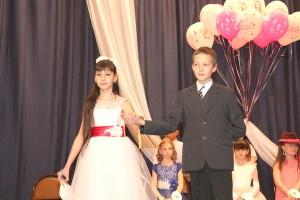 В конкурсном дефиле маленьких принцесс сопровождали юные кавалеры