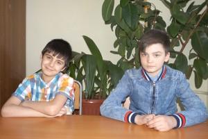 Школьники Коля и Толя – родные братья