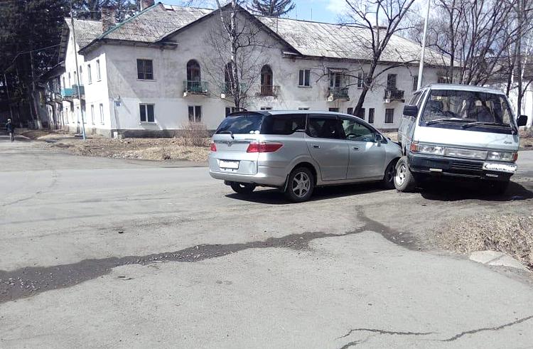 ДТП на улице Калинина в Углекаменске