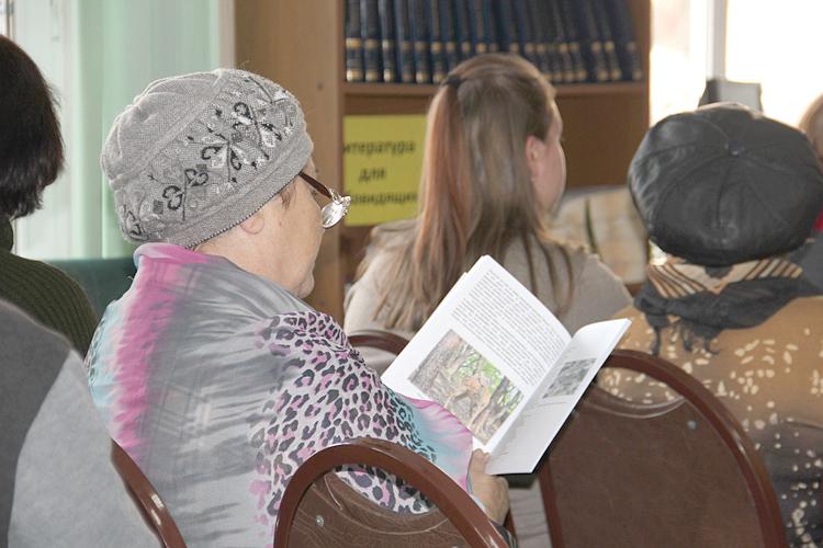 Некоторые слушатели пришли с книгами ученого, в надежде получить автограф