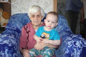 Праправнук Ванюша любит сказки бабушки Марии