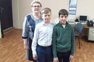 Юрий Кушак и Андрей Цыгуй с преподавателем Светланой Косенко