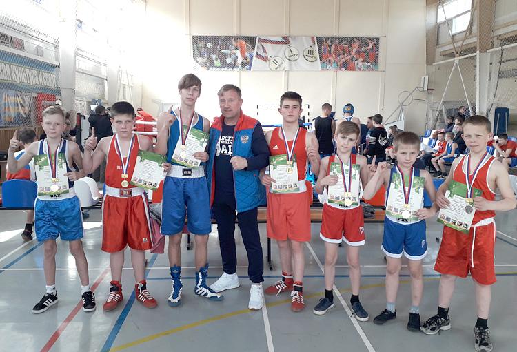 «Семерка» юных боксеров тренера Зуфара Кутлиахметова в полном составе вышла в финал соревнований