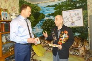 Олег Бондарев встретился с ветераном войны Михаилом Романенко