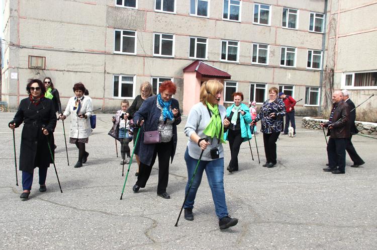 В Партизанске уже есть поклонники скандинавской ходьбы