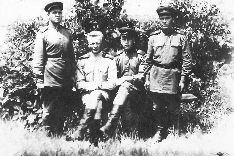 С боевыми товарищами 1945 год