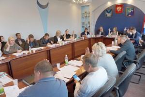 В Думе стало на одного депутата меньше – полномочия досрочно сложил Владислав Котренко
