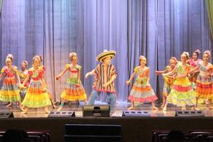 Мексиканский танец «Мучачос» в исполнении коллектива «Виктория»