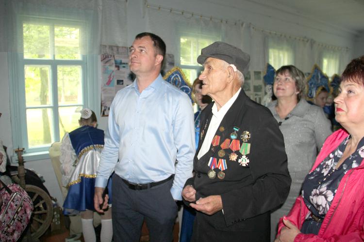 Основатель музея провел экскурсию для главы округа и гостей юбилея