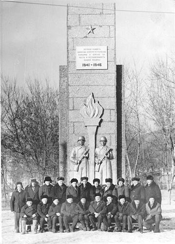 Строители памятника воинам-сучанцам