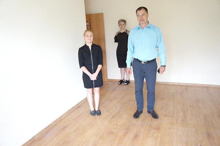Одну из квартир вместе с хозяйкой глава округа осмотрел лично