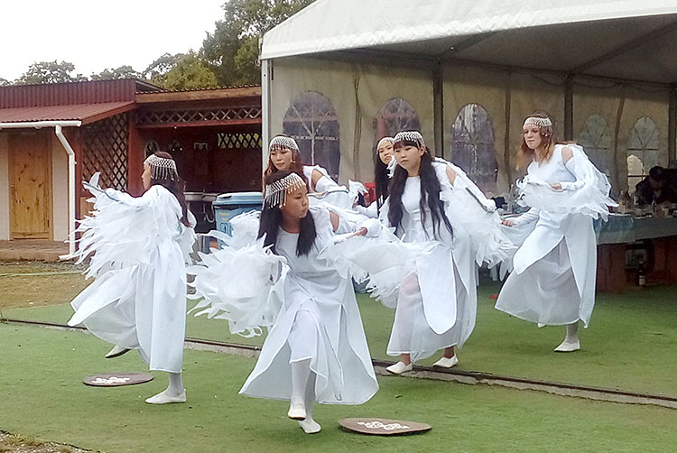 Выступление удэгейского ансамбля