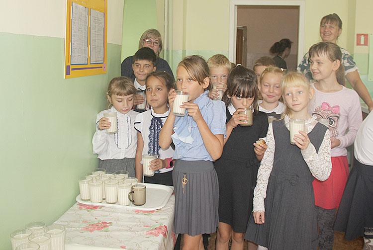 Молоко в школьной столовой чередуют с ряженкой и варенцом
