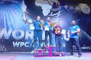 Владимир Хан победил сразу в трех зачетах по жиму штанги лежа