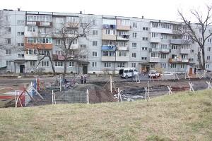 На Нагорной, 5 монтируют спортивную и детскую площадки