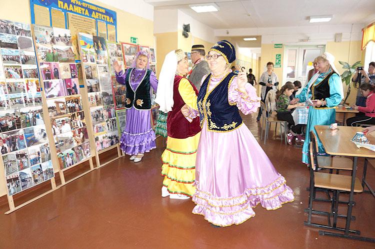 Песни и танцы, мастер-классы и выставки, щедрое угощение в каждом доме