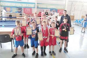 Тренер Павел Сулейманов с юными чемпионами