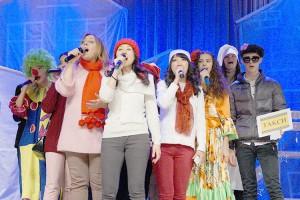 Красочное рождественское представление на сцене городского Дворца культуры