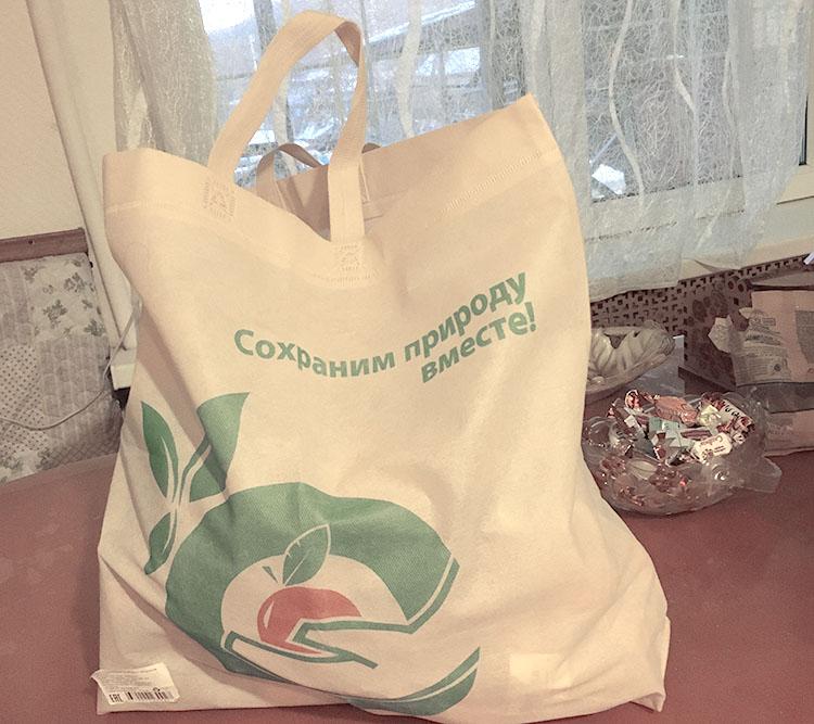 Вместо полиэтиленового пакета - тканевая сумка для покупок