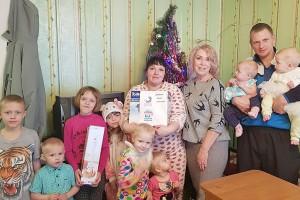 В семье Наумовых восемь детей. Подарки нашлись для каждого