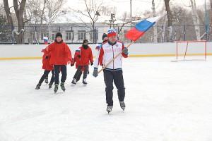 Новую ледовую площадку открыли хоккейным матчем