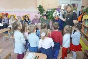 Помочь ребенку влиться в коллектив можно с помощью игр, творчества, спорта