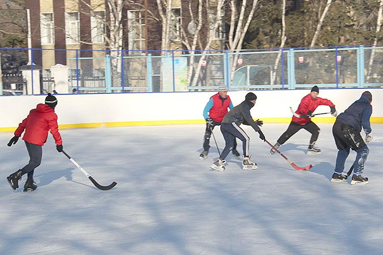 Хоккейные баталии на льду стадиона «Шахтер»