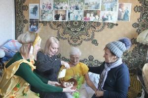 Любимое занятие 98-летней Натальи Сидоровны - чтение книг