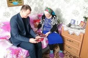 Среди наград Розалии Иосифовны особое место занимает памятный знак к 75-летию снятия блокады Ленинграда