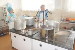 Для малышей детского сада повара начинают готовить с шести часов утра