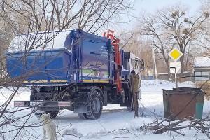 В Партизанске на линию вышел новый мусоровоз с вертикальной загрузкой