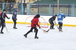 Как только растает лед, на смену хоккеистам придут футболисты