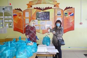 В школе №2 в течение недели раздадут около 500 продуктовых наборов для школьников