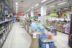 Товаров в магазинах достаточно, а покупателей стало значительно меньше
