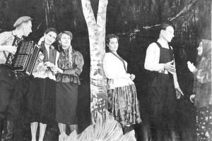 Сцена из пьесы Сафронова «Стряпуха» в исполнении актеров театра ДКУ