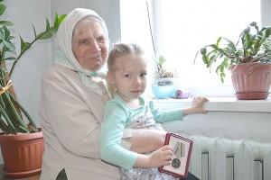 Елена Васильевна Колупаева с правнучкой