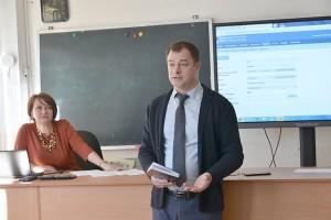 Олег Бондарев обратил особое внимание на обучение детей, не имеющих электронных средств связи