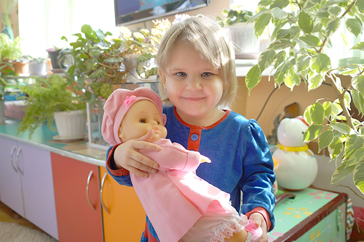 Четырехлетняя София – девочка добрая и послушная