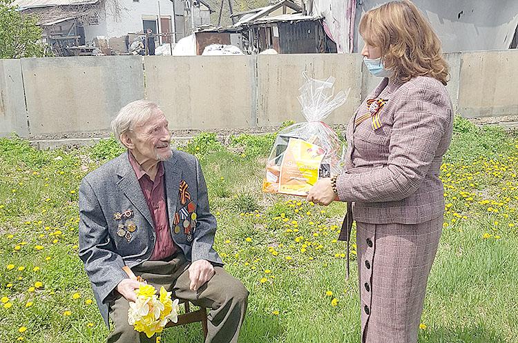 Цветы и подарки - к юбилею Победы