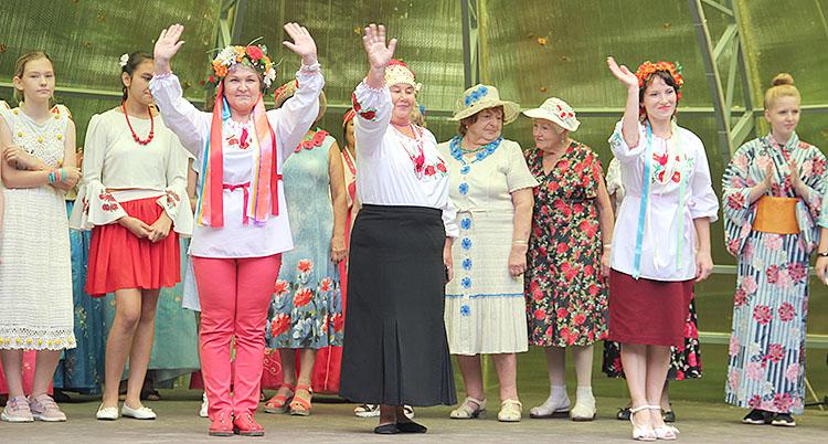 На территории округа проживают около сорока народов и национальностей