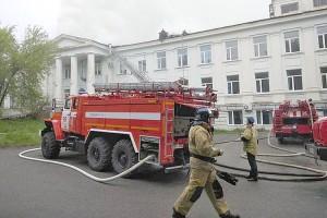 Из горящего здания больницы были эвакуированы 74 человека
