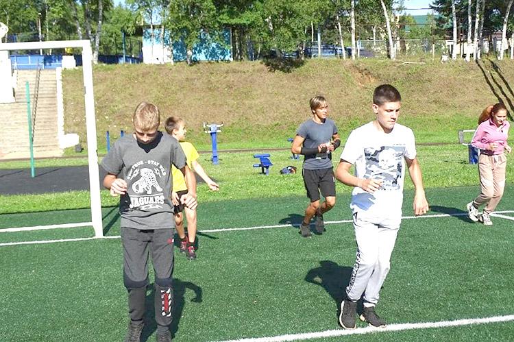 День физкультурника футболисты отметили товарищеским матчем