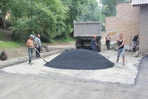 Благоустроенных дворов в Партизанске становится все больше