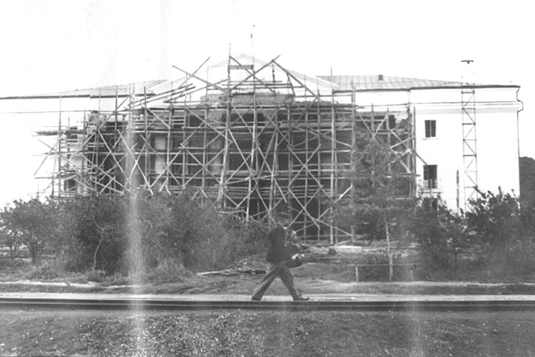 Строительство ДК им. Ленина в пос. Северный Сучан весна 1959