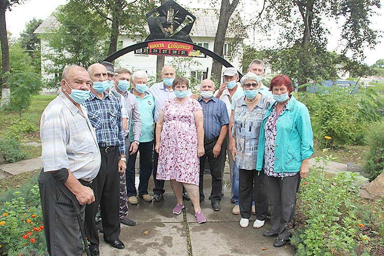 Участники митинга в честь юбилея шахты «Северной»