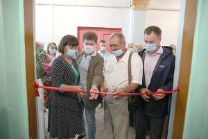 Среди почетных гостей, перерезавших красную ленту - губернатор Приморского края Олег Кожемяко