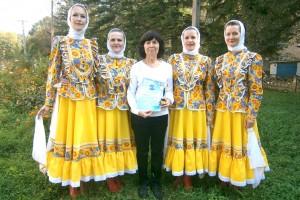 Участники коллектива «Элегия» и их бессменный руководитель Татьяна Завгородняя