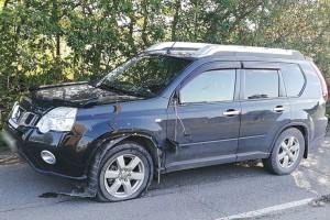 В NISSAN X-TRAIL на улице Кутузова врезался мотоциклист, получив в аварии серьезные травмы