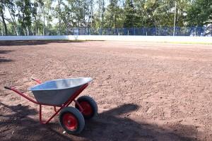 На подсыпку хоккейной площадки ушло 150 кубометров грунта